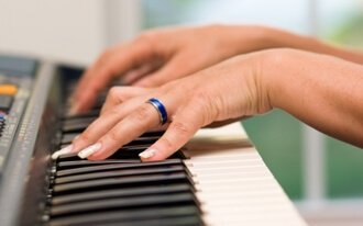 מורה לפסנתר - תרפיסטית במוזיקה
